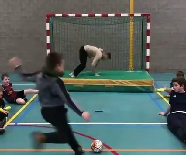 Insane Save หรือโชคดีแค่ไหน? ติดตาม @ David10football – @streetsoccer_belgium ….