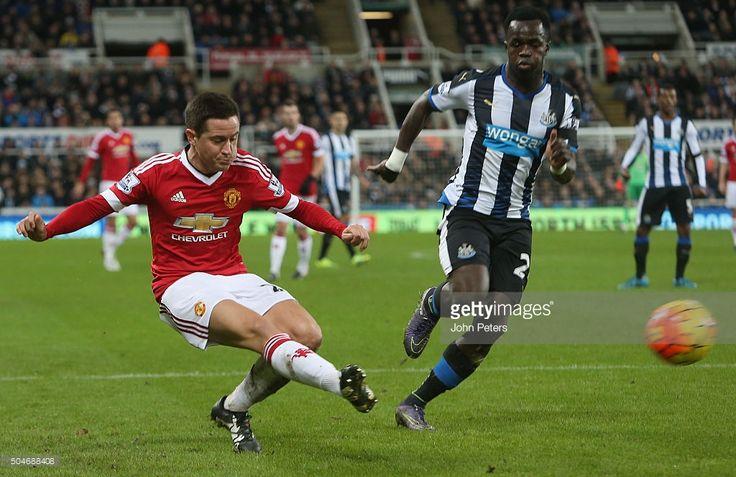 Ander Herrera ของ Manchester United ในการดำเนินการกับ Cheik Tiote ของ Newcastle Unite …