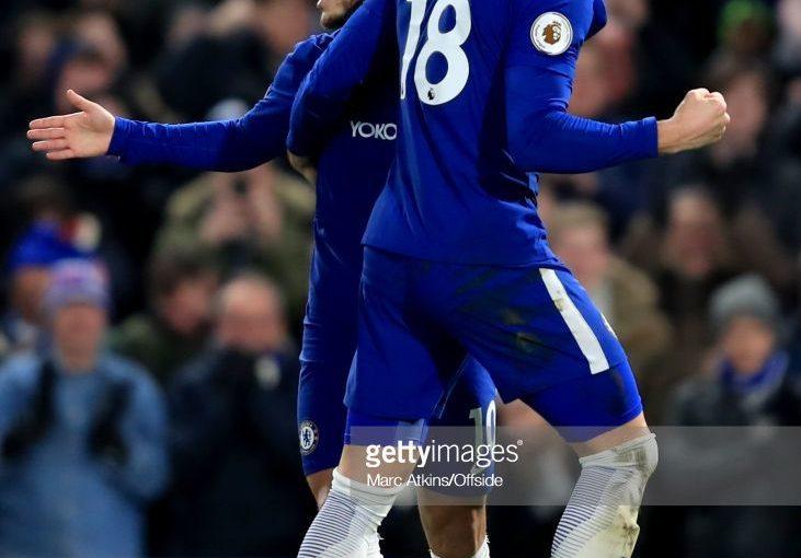 Eden Hazard of Chelsea ฉลองการทำประตูเปิดประตูกับ Olivier Giroud d …