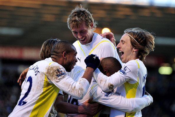 Luka Modric ภาพถ่าย – Jermain Defoe ของท็อตแนมฉลองเป้าหมายของเขากับทีม …