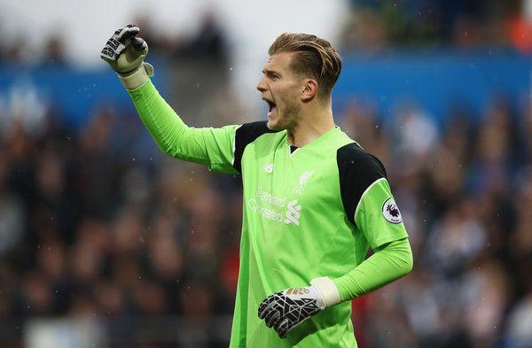Loris Karius ของ Liverpool ทำปฏิกิริยาระหว่างการแข่งขันพรีเมียร์ลีกระหว่าง Swansea …