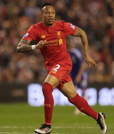 Nathaniel Clyne จาก Liverpool ในการแข่งขัน Barclays Premier League …
