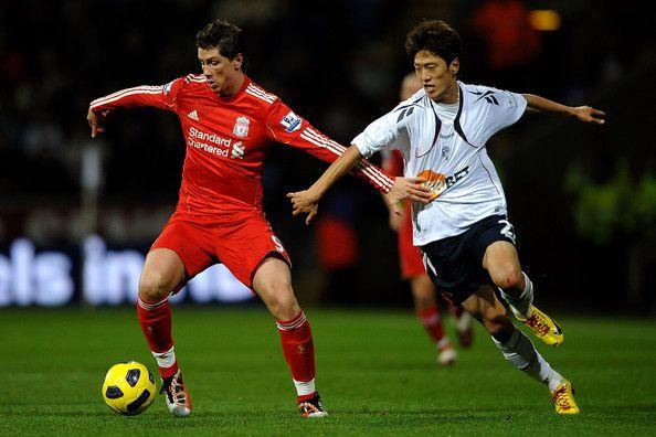 Chung-Yong Lee Photos – Fernando Torres แห่ง Liverpool แย่งชิงตำแหน่งที่มี …