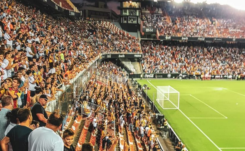 """""""ฟุตบอลเป็นเกม แต่ก็เป็นปรากฏการณ์ทางสังคม เมื่อคนหลายพันล้าน …"""