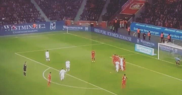 Tb: ฟรีคิก James Rodriguez ในขณะที่เขาเดินผ่านบอลอย่างช้าๆที่มุมบนซ้ายอย่างน่ารัก # …